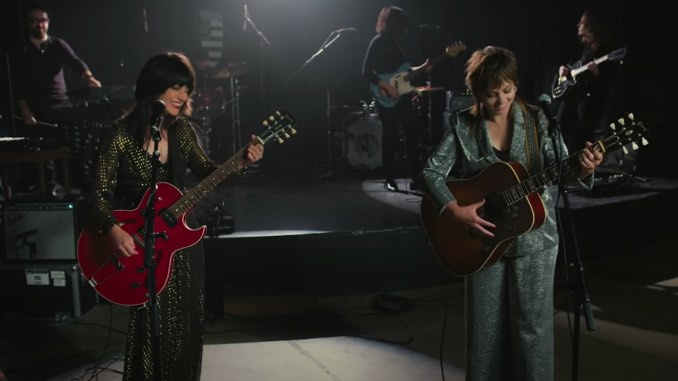 "Watch Sharon Van Etten and Angel Olsen Play ""Like I Used To"" on <i>Fallon</i>"