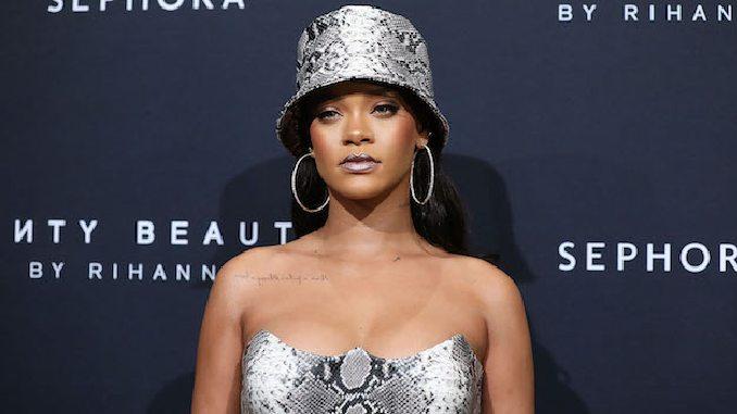Rihanna Is Now a Billionaire