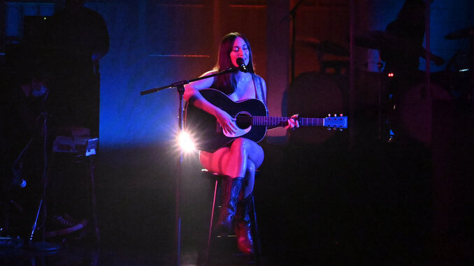 Watch Kacey Musgraves Perform &#8220;justified&#8221; and &#8220;camera roll&#8221; on <i>SNL</i>