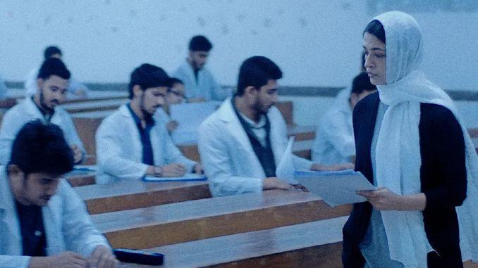 Azmeri Haque Badhon's Searing Performance Bolsters Bleak Bangladeshi Drama <i>Rehana</i>