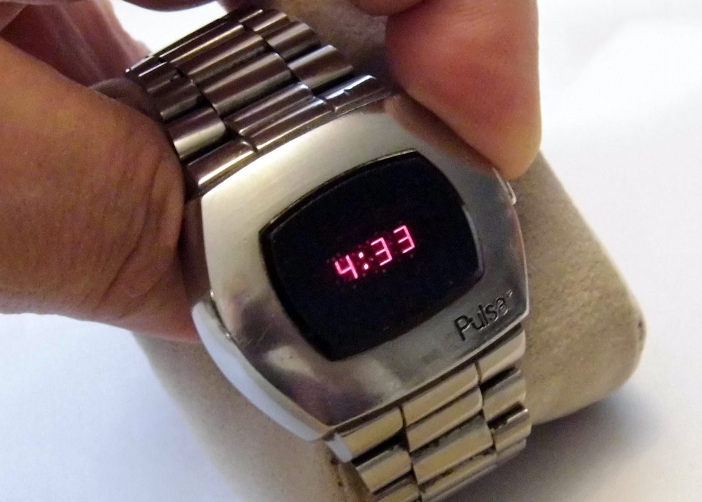 70stech-digitalwristwatch (1).jpg