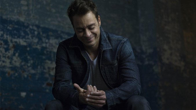 Amos Lee Redefines What It Means To Be Alone