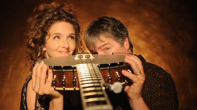"""Exclusive: Béla Fleck & Abigail Washburn Reveal Intimate New Video, """"Let It Go"""""""