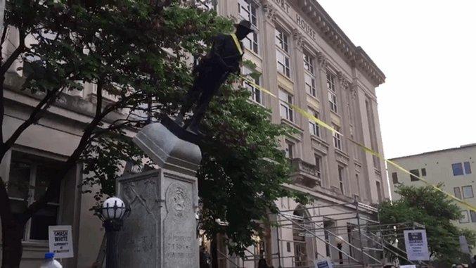 Protesters in Durham, North Carolina Took Down a Confederate Statue