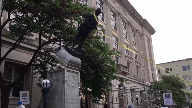Protesters in Durham, North Carolina Took Down a Confederate Statue