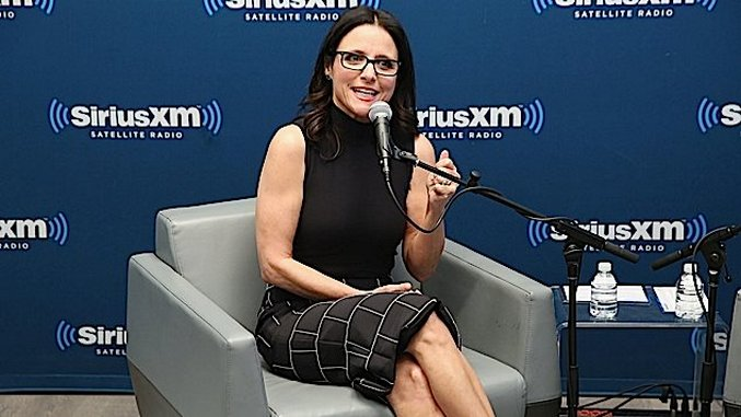 Julia Louis-Dreyfus Announces She Has Breast Cancer, Advocates for Universal Healthcare