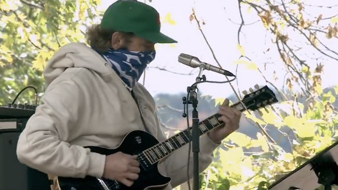 """Watch Bon Iver Perform New Ruth Bader Ginsburg Tribute Song """"Your Honor"""""""
