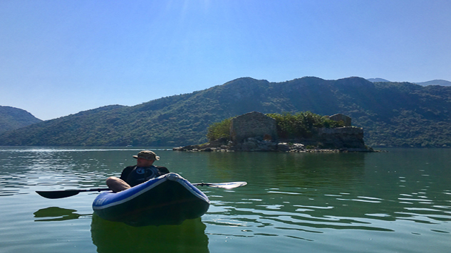 Kayaker in front of Grmozur island prison on Lake Skadar.jpg