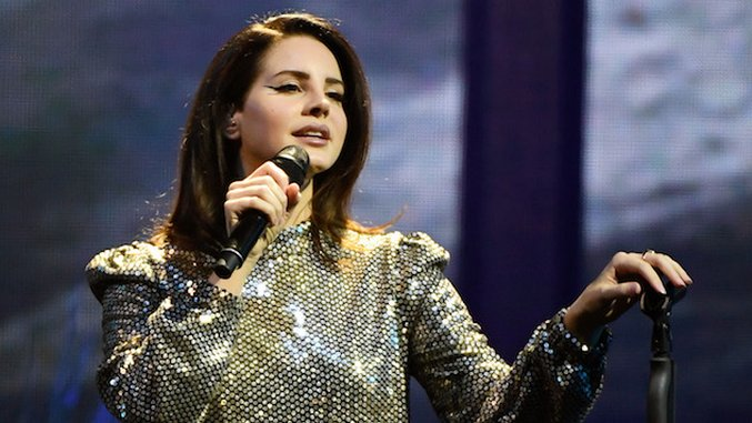 "Watch Lana Del Rey Cover ""Doin' Time"" by Sublime Live in Dublin"