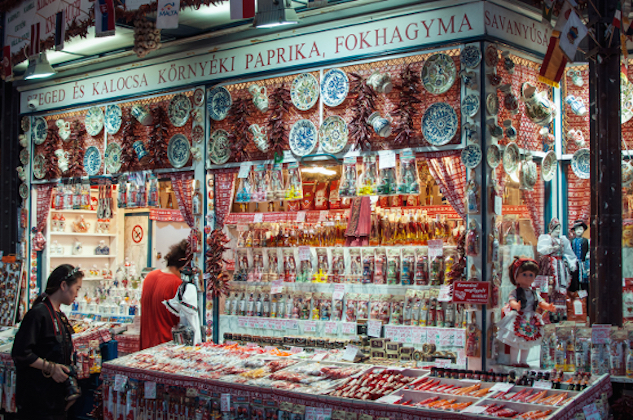 Luca_Szalmas_Central_Market_Hall_556x.jpg