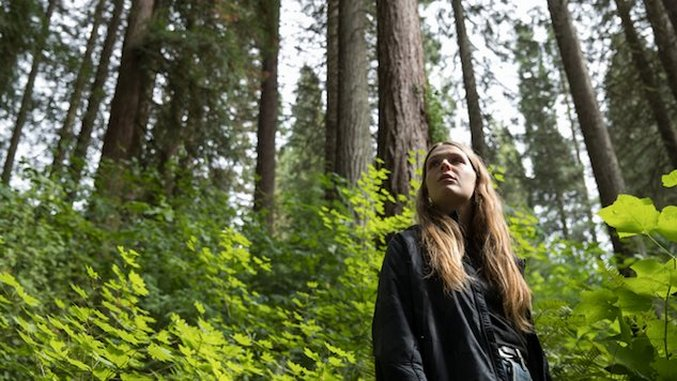 """Maggie Rogers Releases the Invigorating Single """"Split Stones"""" as """"a Parting Gift"""""""
