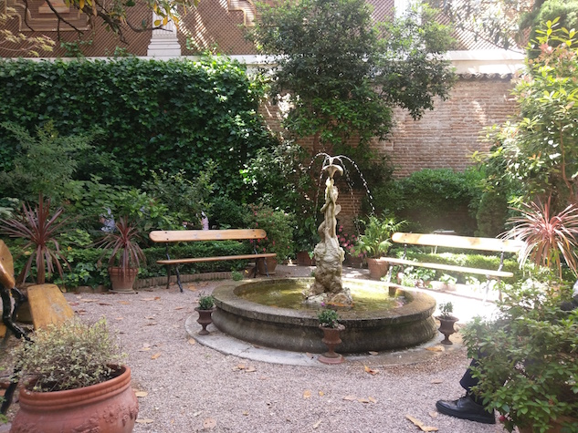 Museo del Romanticismo courtyard by Rachel Williams.jpg