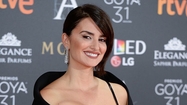 Penélope Cruz to Play Donatella Versace in Third Season of <i>American Crime Story</i>