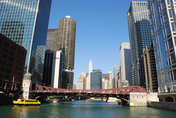 River_Boat_Chicago_Skyline_Rob_Lee.jpg