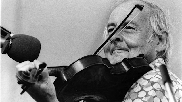 """Listen to Fiddle Maestro Stéphane Grappelli Cover """"Killing Me Softly With His Song"""" in 1976"""