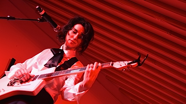 "Watch St. Vincent Play New Song, ""LA"""