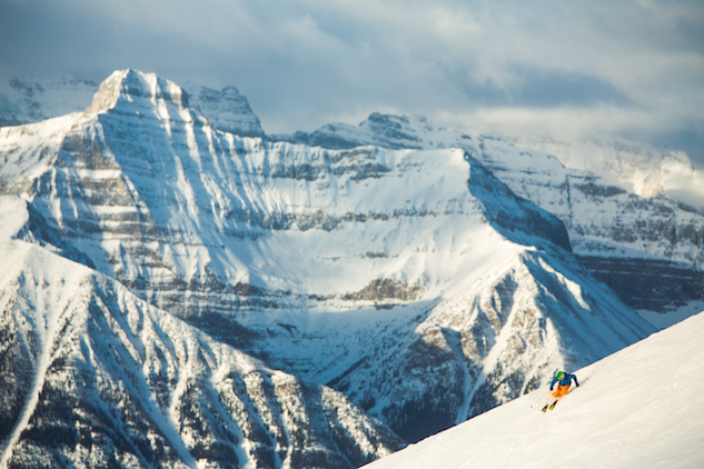 Ski_Snowboard_Lake_Louise_Ski_Resort_credit Banff Lake Louise Tourism_Paul Zizka Photography.jpg