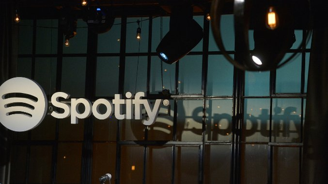 Spotify signs deal with world's biggest record label