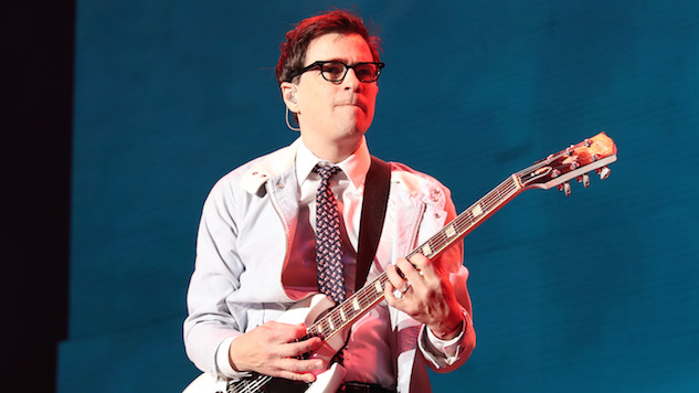 Watch Weezer's Rivers Cuomo Cover R.E.M., Oasis, Pixies and Smashing Pumpkins