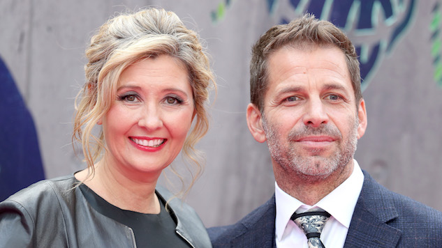 Zack Snyder Steps Down From <i>Justice League</i> to Deal With Family Tragedy