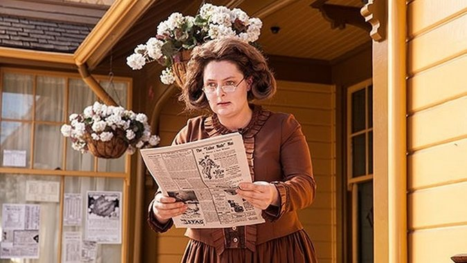 "<i>Another Period</i> Review: ""Rejects Beach"" (1.09)"
