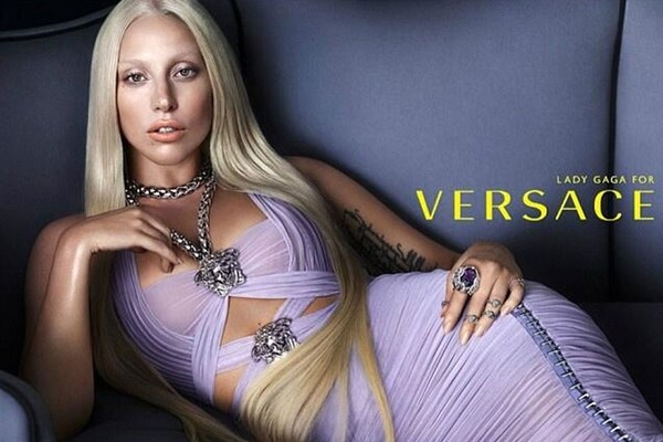 lady-gaga-versace-ad2-vogue-25nov13-pr_1080x720.jpg