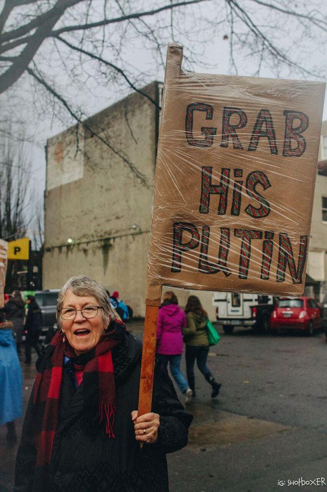 PutinGrabber.jpg