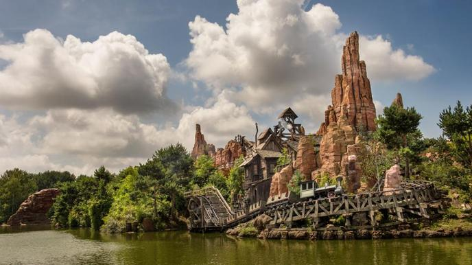 Disneyland Vacation in Paris During Winter and Summer water park