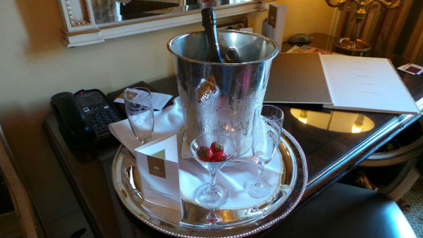 athens_1_champagne_grand_bretagne.jpg