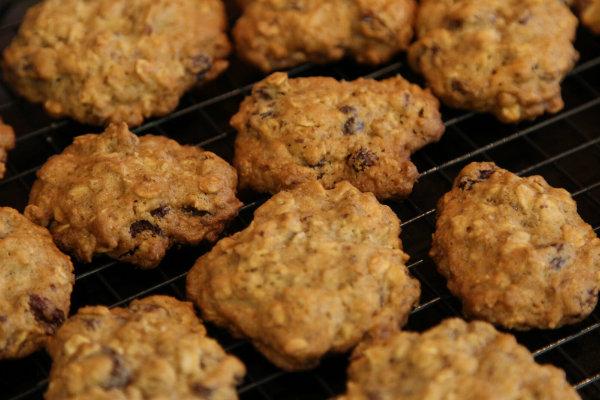 bakingkitcookies.jpg