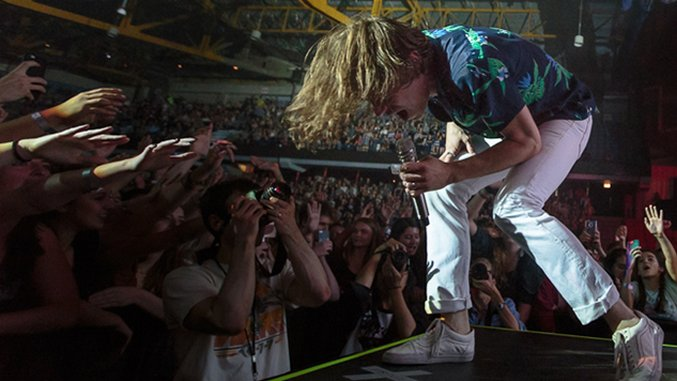 Behind the Scenes of Cage the Elephant