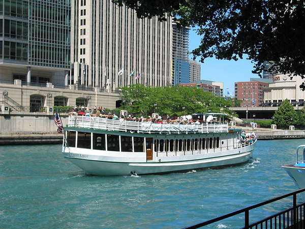 chicago_boat_tour_ sroot2006.jpg