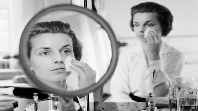 7 Signs Your Beauty Products Are Harming Your Skin
