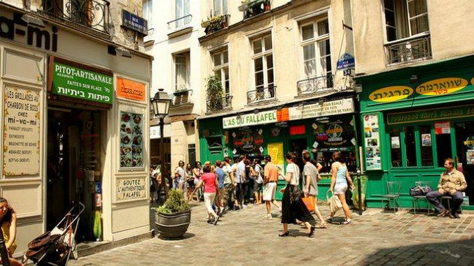 Falafel Foes Shout Across Paris' Rue des Rosiers