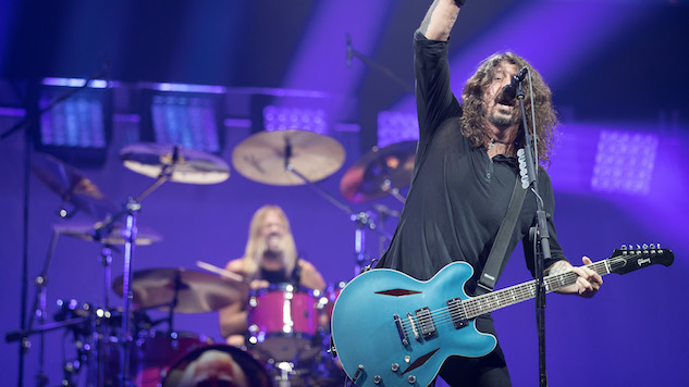 """Dave Grohl Will Be """"Amazed"""" If You Can Figure Out the Mystery Pop Star on the New Foo Fighters Album"""