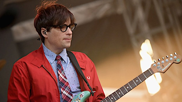 """""""Weekend Woman"""" Is Weezer's Cute New Single"""