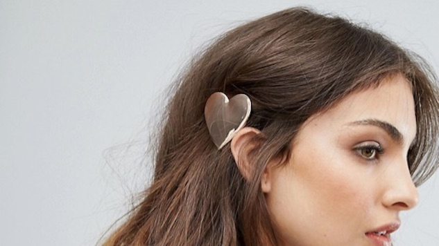Hair Accessories That'll Look Great with Beachy Waves