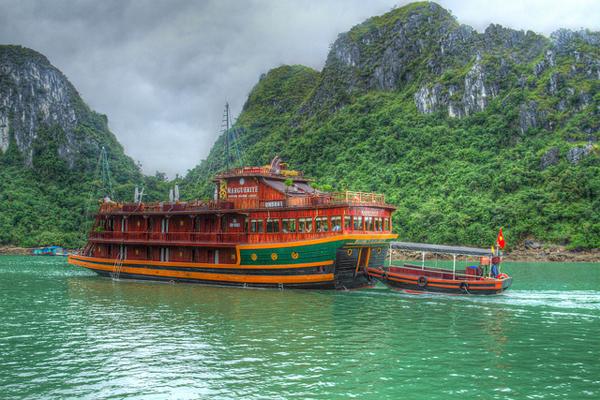 halong_bay_cruise.jpg