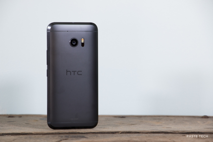 AT&T pushing out Marshmallow update to HTC One M8 and M9