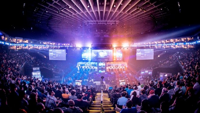 Virtual Reality and the Future of Sports: Watching E-Sports in VR