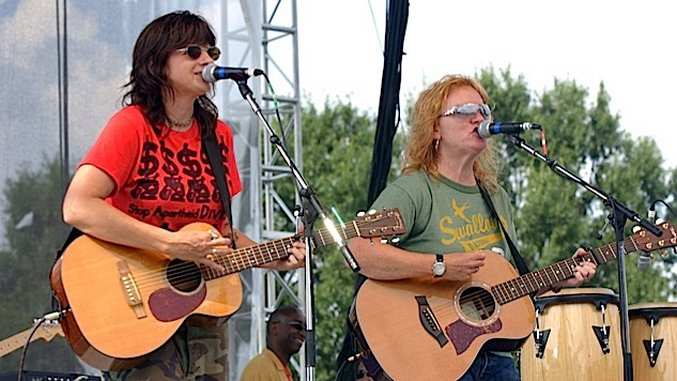 Listen to the Indigo Girls Open for the Grateful Dead, Cover Hendrix and Paul Simon