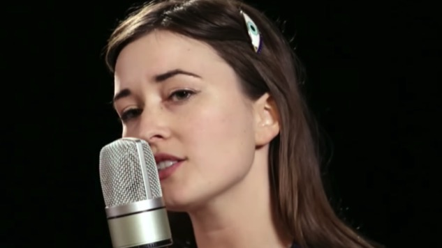 Watch Jess Williamson's Other-Worldly <i>Cosmic Wink</i> Paste Studio Session