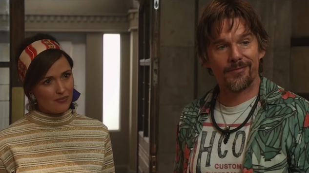 Rose Byrne Falls for a Rock Star Ethan Hawke in <i>Juliet, Naked</i> Trailer