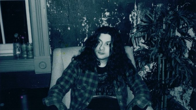 """Watch Kurt Vile Cover John Prine's """"Speed of the Sound of Loneliness"""" on <i>Late Night With Seth Meyers</i>"""
