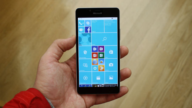 Hands On with the Lumia 950 and 950 XL Smartphones