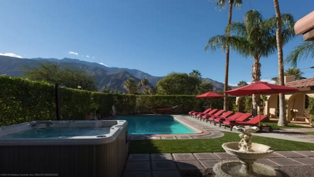 10 Groovy Airbnbs in Palm Springs