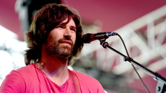 "Pete Yorn Covers Pixies Hit ""Here Comes Your Man"" with an Assist from Liz Phair"