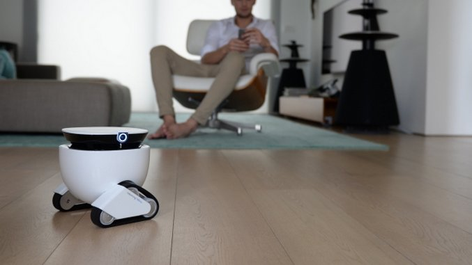 Roboming is an Adorable Robot Assistant That Will Bring You Snacks