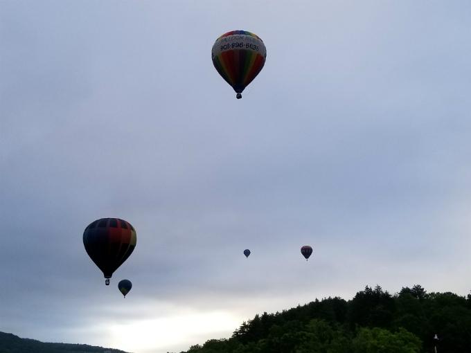 s8camera_balloons1.jpg
