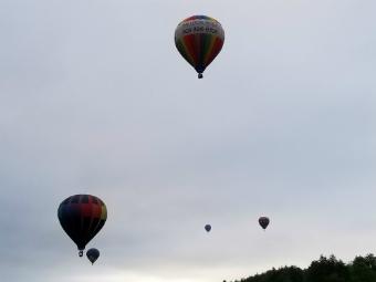 s8camera_balloons2.jpg